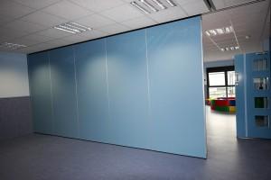 Estos paneles ciegos son ignífugos y garantizan una fácil manipulación para configurar los espacios interiores según la necesidad.