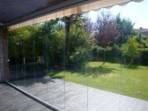 Los cerramientos transparentes garantizan mucha luminosidad y un buen acabado estético para integrar los espacios.