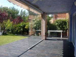 La apertura del cerramiento permite integrar fácilmente el interior de la casa con el jardín.